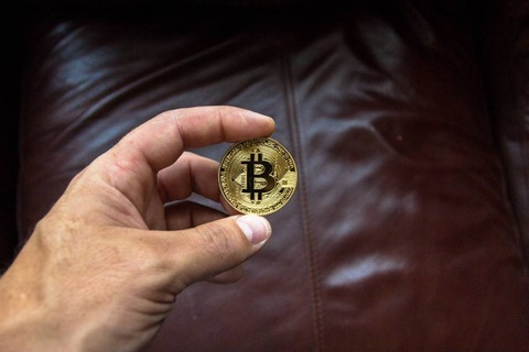 bitcoin-blockchain-close-up-844125_c