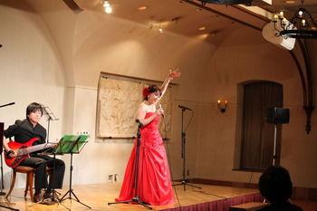 プラザ赤いドレス