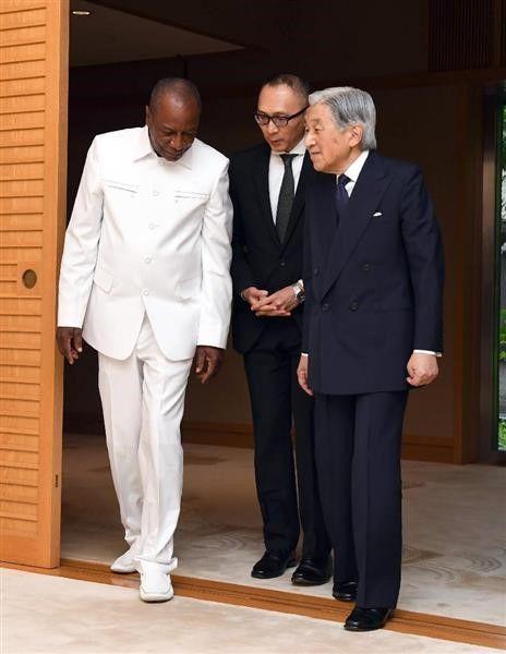 2017・6・21ギニア大統領 アキヒトさん踏んでるよ