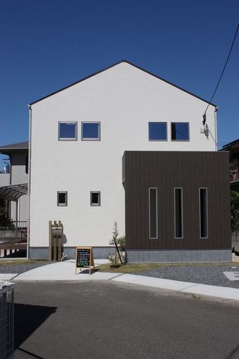 窓の小さい家
