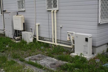 「寒冷地では、何処のお宅でもこの様に壁に水道凍結防止ヒーターを組み込んだ... 新米田舎暮らし