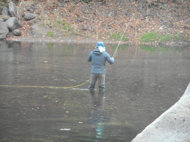 旋回場前釣り人