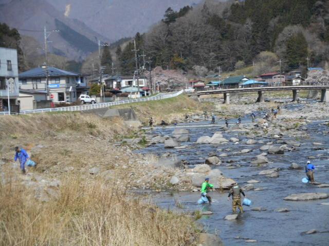 放流と釣り人