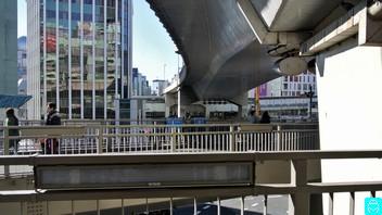 東口歩道橋