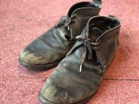 使い古した革靴