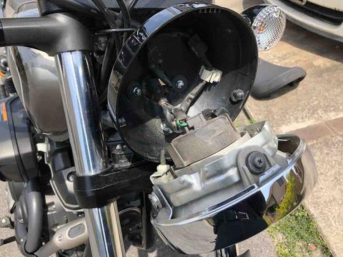 ヤマハボルトのヘッドライトボディ内部