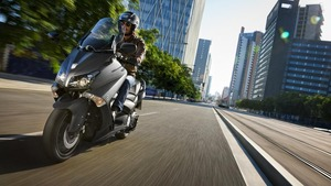 2012-Yamaha-T-MAX-ABS-EU-Sonic-Grey-Action-001_gal_full