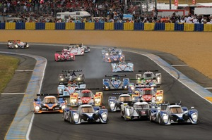 2011-24-Hours-of-Le-Mans-race-start-image-1024x680