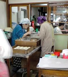 大活躍の職人お婆ちゃん達@西山菓子店