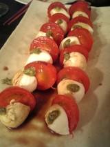 モッツアレラチーズとトマトにバジル