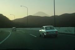 東名高速下りで箱根を目指す