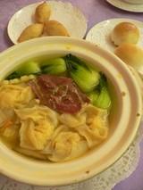 鶏とワンタンのスープ