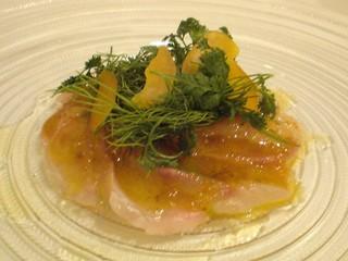 本日の鮮魚のカルパッチョ 自家製カラスミとハーブのサラダ