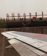 翼端の数メートル先は工事中@上海浦東国際空港