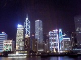 クリスマスイルミネーションを施された香港島ビル群