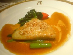 的鯛のムニエル アーモンドオイルを効かせたソース