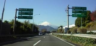 御殿場まで25kmの東名高速