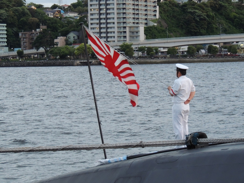 国旗降納@海上自衛隊潜水艦