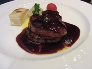ビーフステーキにフォアグラ