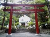 鎌倉八幡宮西鳥居とカフェ・アーミッシュ