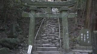 徐々に険しくなる熊野磨崖仏への道