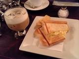 カフェオレと玉子とチーズのホットサンド@ローヤル珈琲