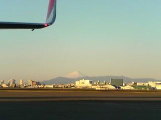 羽田空港から見えた元日の富士山