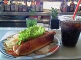 ホットドッグとコーク@ロングボードカフェ