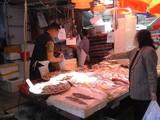 海鮮魚屋販売風景 on Gage St.
