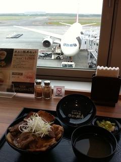 ホエー豚丼セット@花畑牧場新千歳空港店
