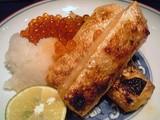 鮭ハラスとイクラ大根おろし添え@酢重ダイニング