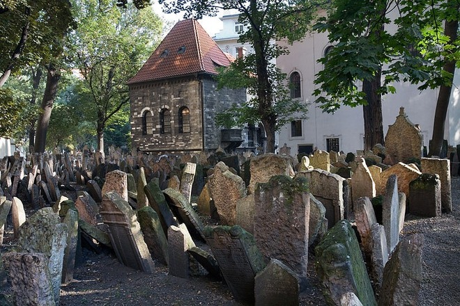 old-jewish-cemetery-9[2]