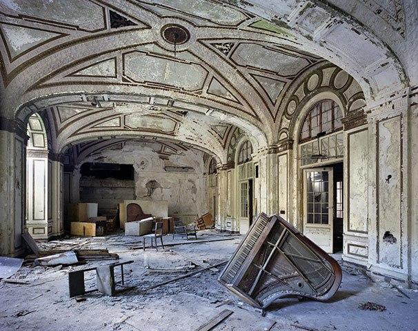 the-ruins-of-detroit-lee-plaza-hotel-ball-room