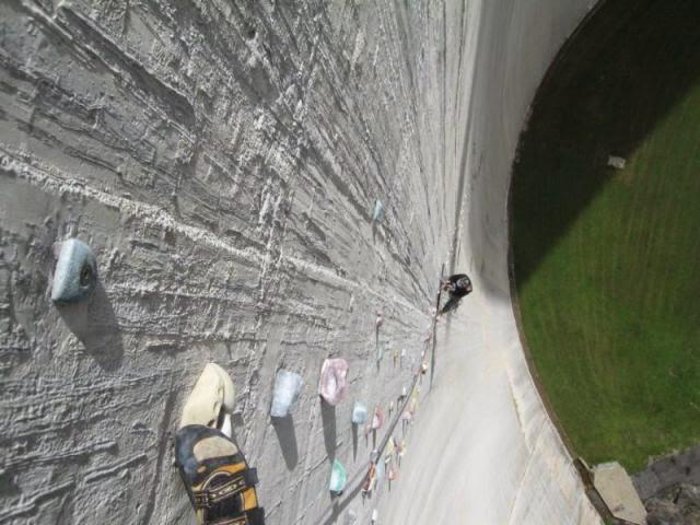 the_largest_manmade_climbing_wall_in_the_world_640_05