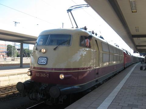 ピンチランナー~ニュルンベルク中央駅で動態保存のドイツ鉄道103型 ...
