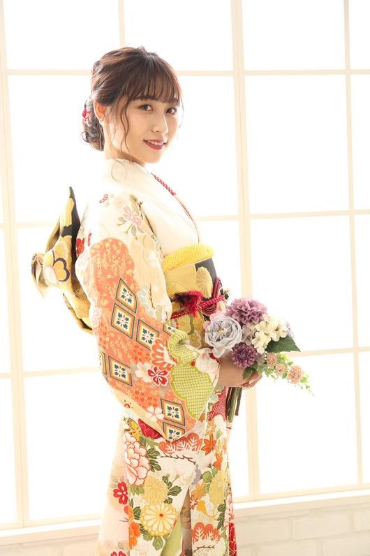 青海ひな乃さんが美しい振袖姿を公開