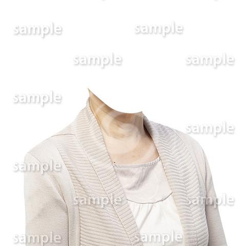 C128-遺影素材-ベージュの服