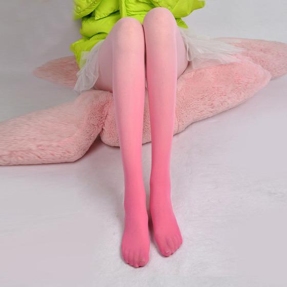 ピンクのグラデーションタイツ