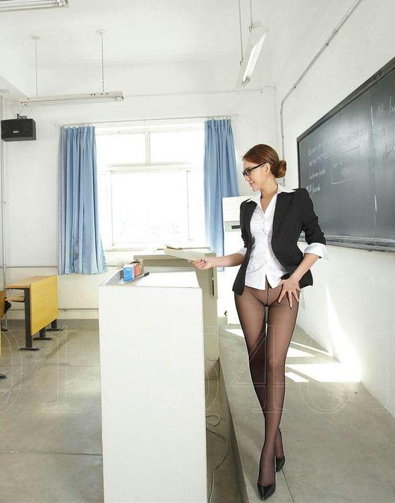 ノーパンパンスト女教師