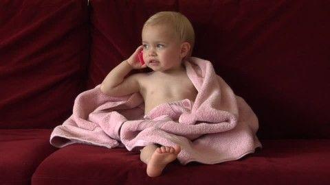 391146697-empaquetado-toalla-de-mano-nino-pequeno-bebe