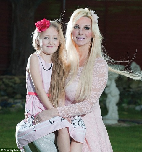 【お胸が…】8歳少女に「豊胸手術」をした母親が海外で話題に!