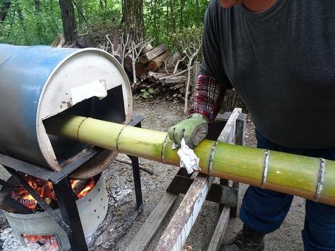 竹の油抜き作業DSC02938