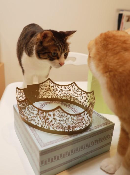王冠よりも。