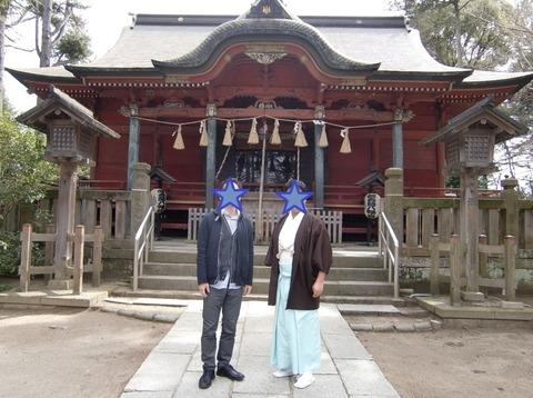 飯香岡八幡宮 拝殿前