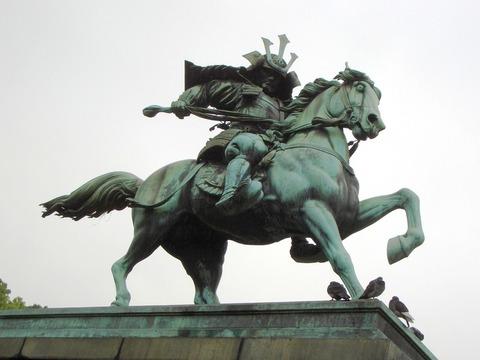 楠木正成騎馬像_02