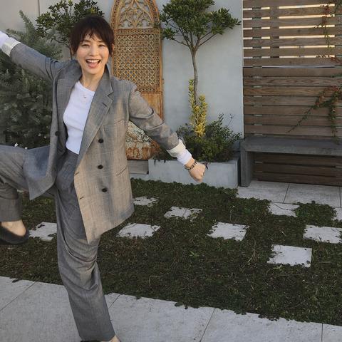 石田ゆり子さん(48)大雪で大はしゃぎ