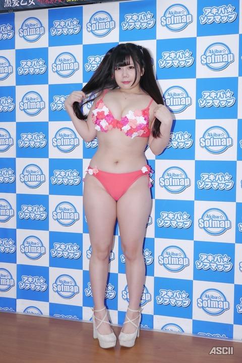 http://ascii.jp/elem/000/001/632/1632466/yuri_08_c_800x1200.jpg