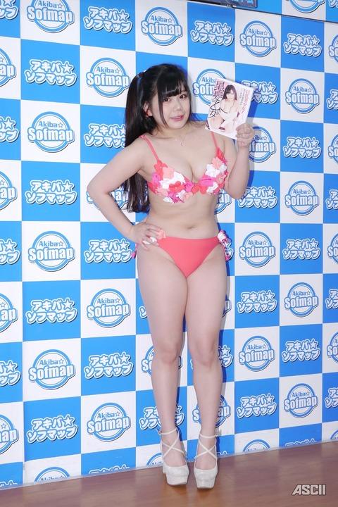 http://ascii.jp/elem/000/001/632/1632473/yuri_15_c_800x1200.jpg