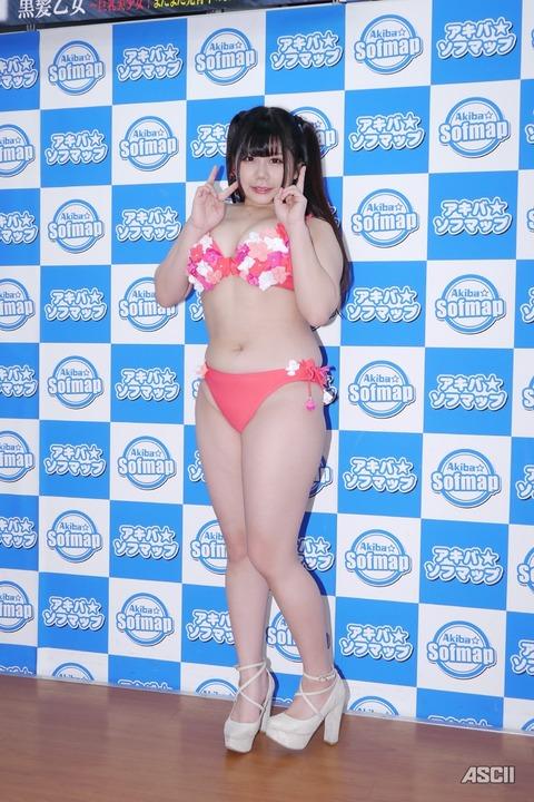 http://ascii.jp/elem/000/001/632/1632469/yuri_11_c_800x1200.jpg