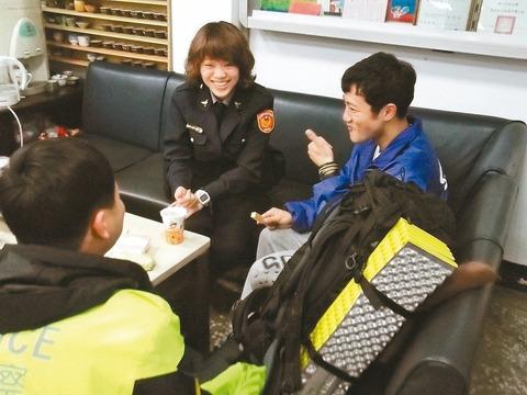 大学生、1万円徒歩のみで台湾一周という意識高い旅を開始→迷子になって警察が保護
